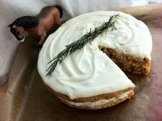 Carrot, oat and apple cake – War Horse